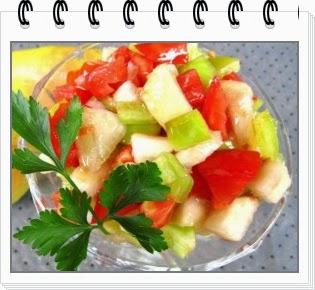 Салат из груши, сладкого перца и помидоров