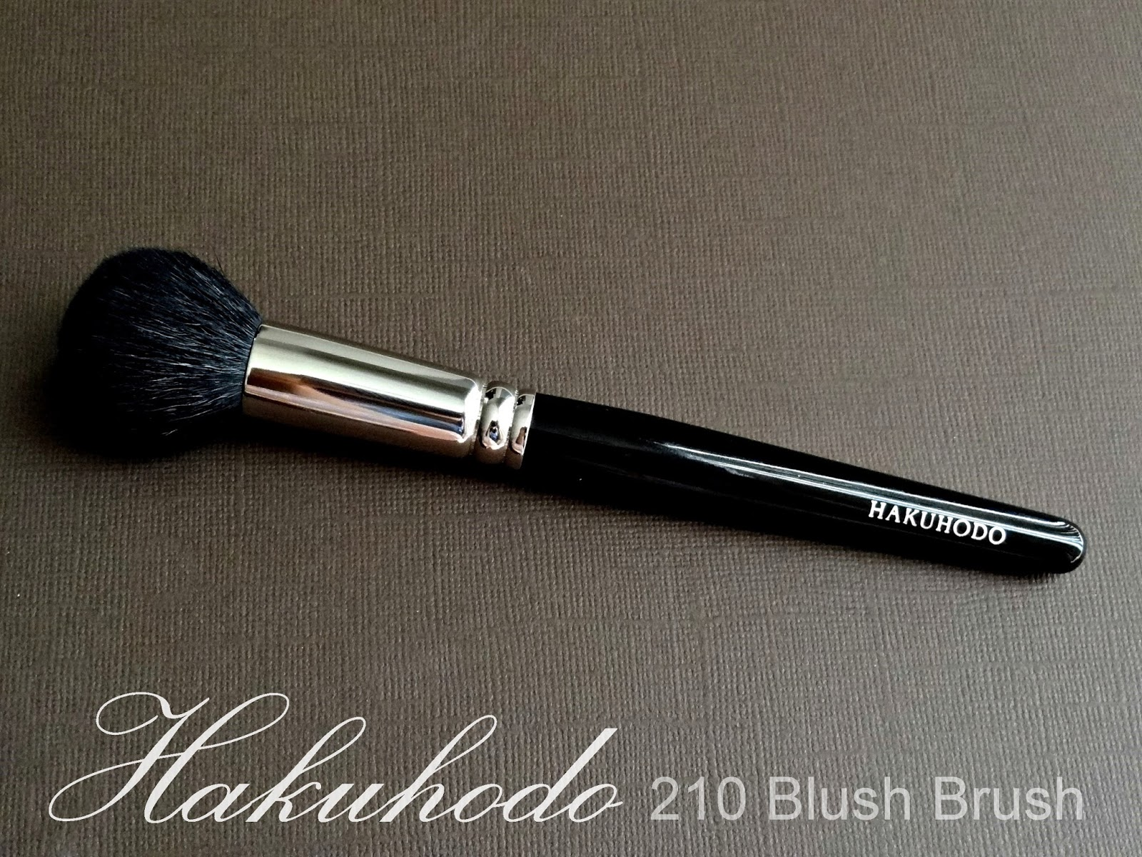 Hakuhodo 210 Blush Brush Round Review, Photos