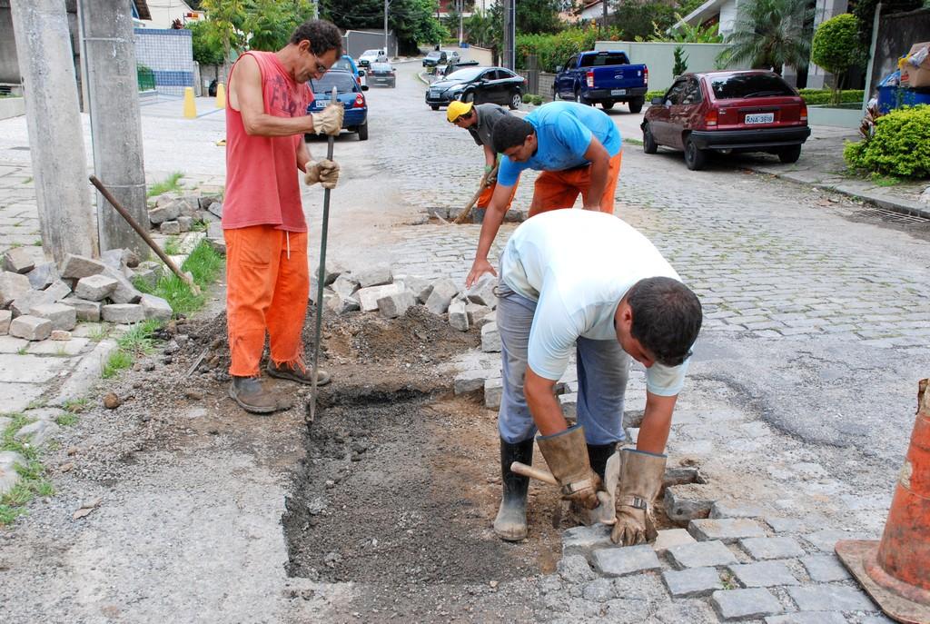 Em Agriões, a Rua João Batista Pires, teve o calçamento recuperado com a recomposição dos paralelos