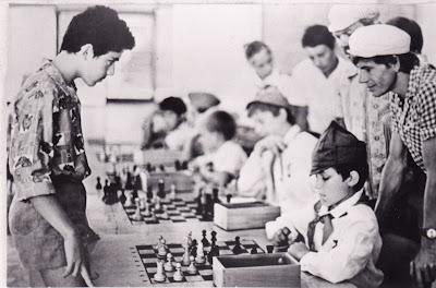 http://1.bp.blogspot.com/-JktWXnt0EkM/T9RmWvZyz0I/AAAAAAAABuw/BQgm92JwwAM/s400/Kasparov.78.jpg