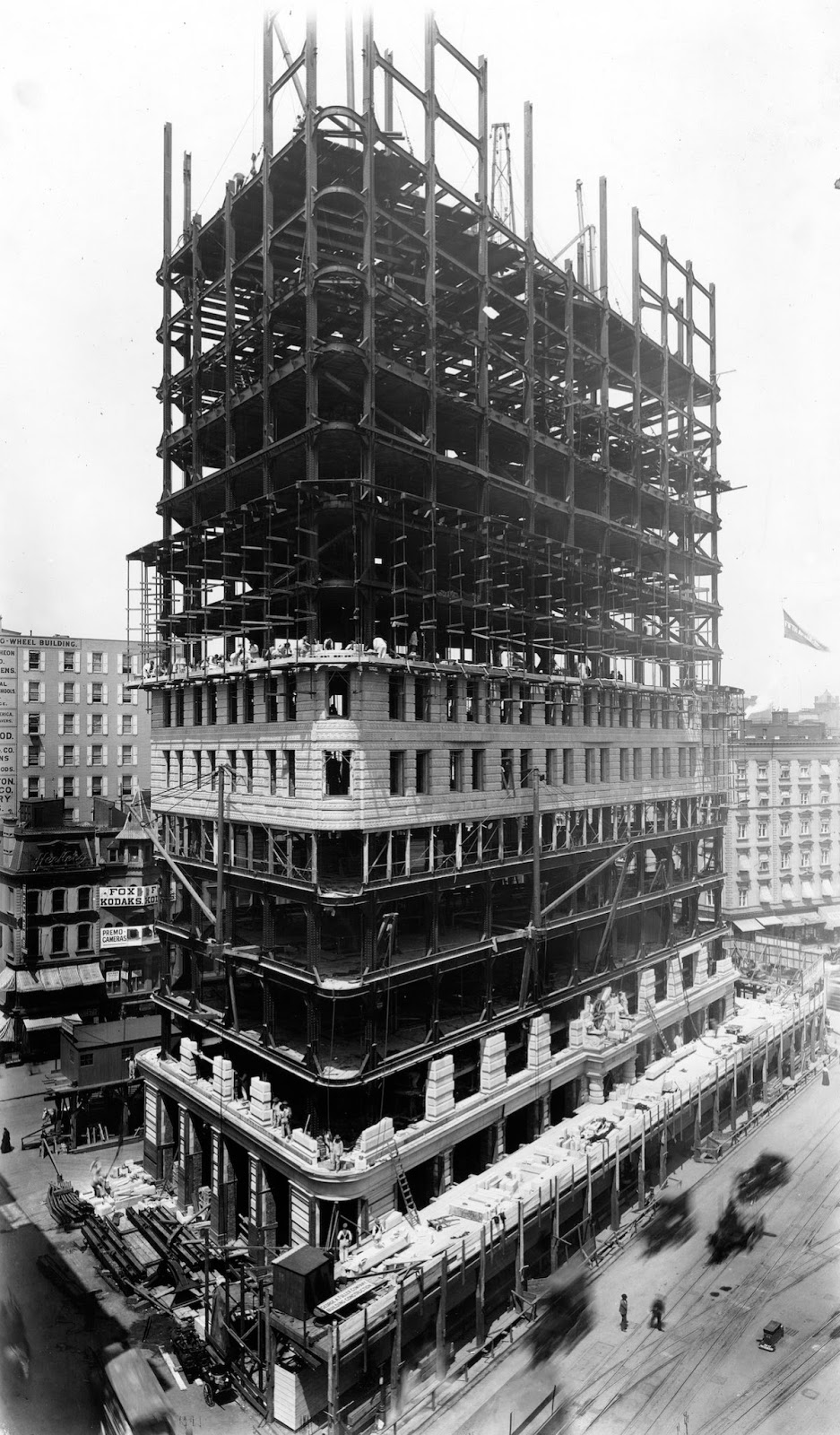 Building Under Construction : Old photos of the flatiron building under construction