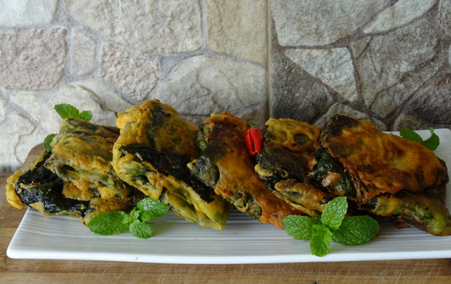 Stuffed colocasia leaves