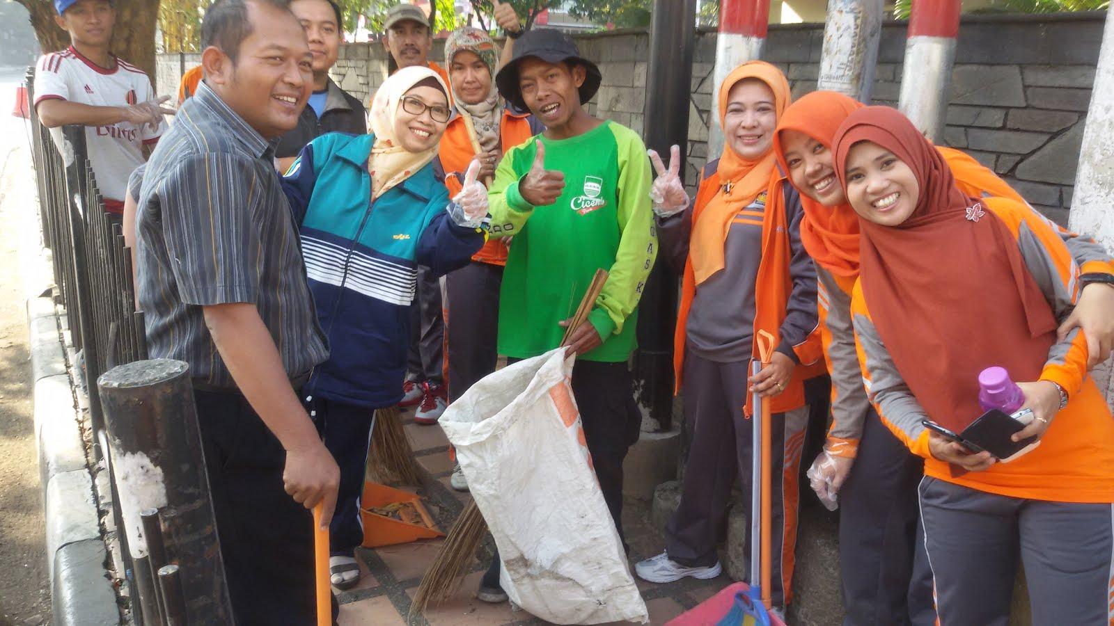Gerakan pungut sampah 17 Agustus 2015
