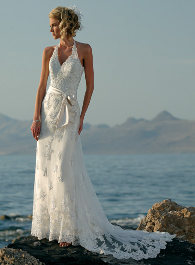 Destination weddings beach wedding dresses wedding dresses most of the beach bridal dresses are usually casual and comfortable the reason being that it isnt possible to carry the heavy traditional bridal wear at a junglespirit Image collections