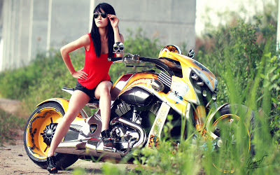 Japanese_model_hot_bike_show