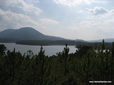Dalat city - On the way to Thien vien truc lam - Tuyen Lam lake
