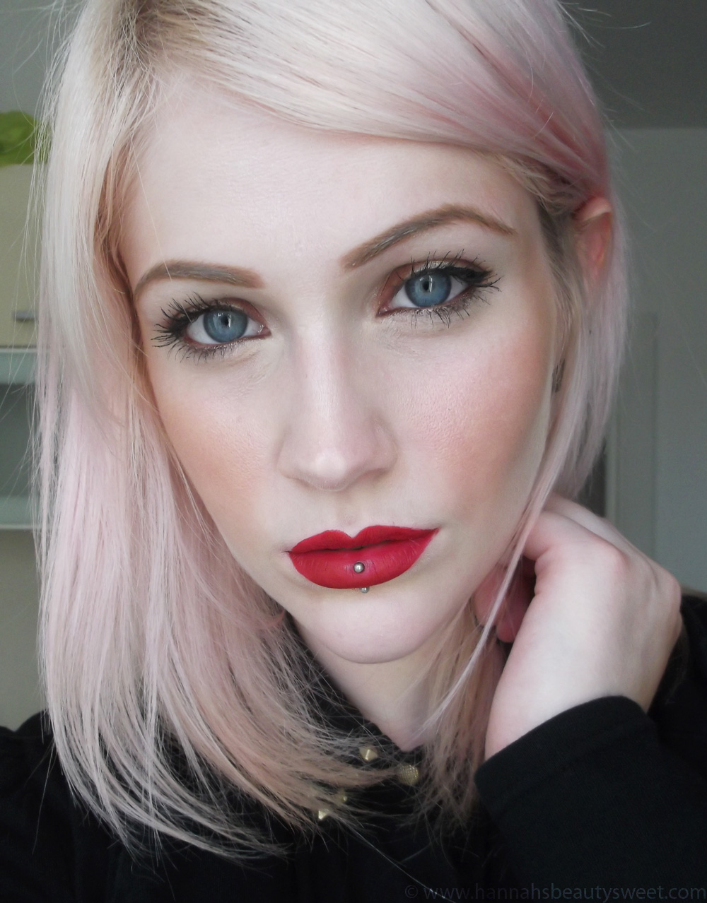 Lips, matte lipstick, matte lips, Topshop, Velvet lips, The Damned, swatch, red lips, girl, blonde, red lipstick