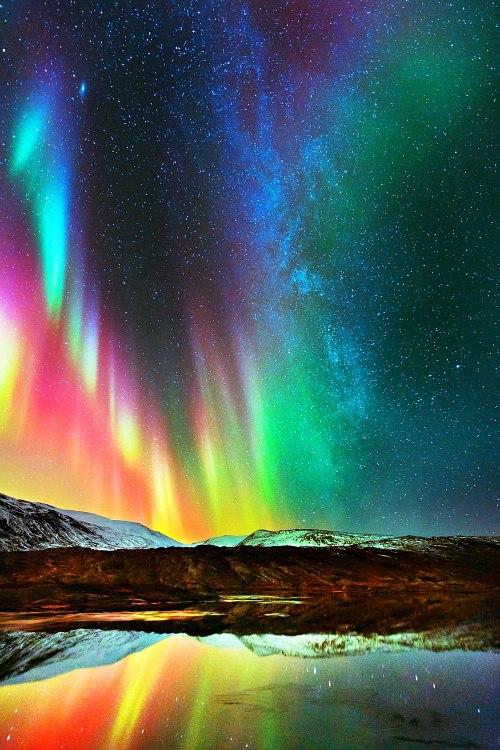 Multicolor-Aurora-Borealis