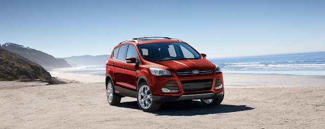 Front 3/4 view of 2016 Ford Escape Titanium