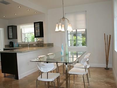 Mesas de cozinha com tampo de vidro ideias decora o - Mesas redondas modernas ...