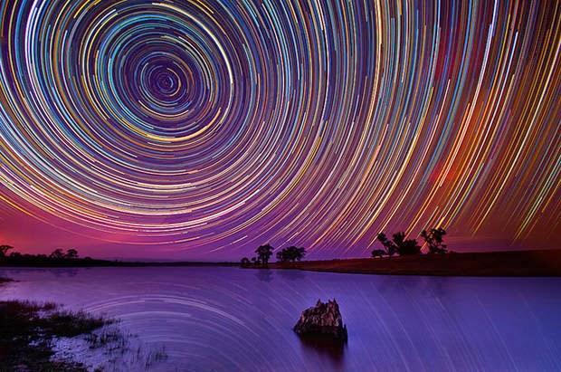 Tips Astrofotografi: Coba Potret Star Trail Yuk!