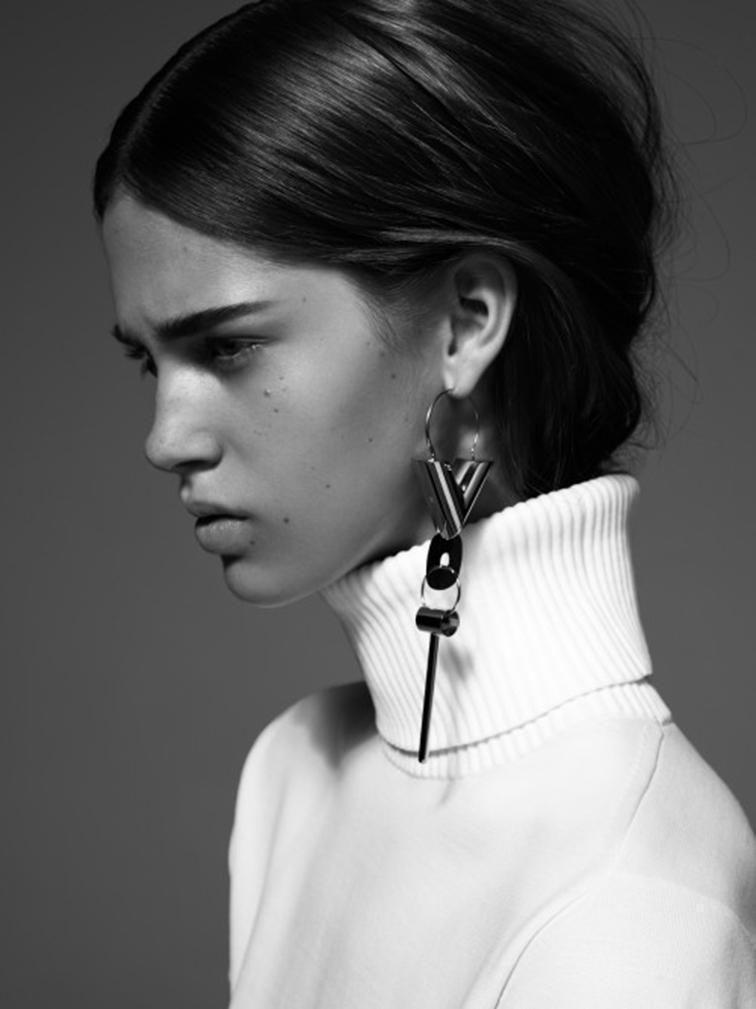 CR Fashion Book, tatement earring, Céline single earring, chunky turtleneck