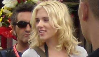 Scarlett Johansson Menikah Dengan Wartawan Perancis.