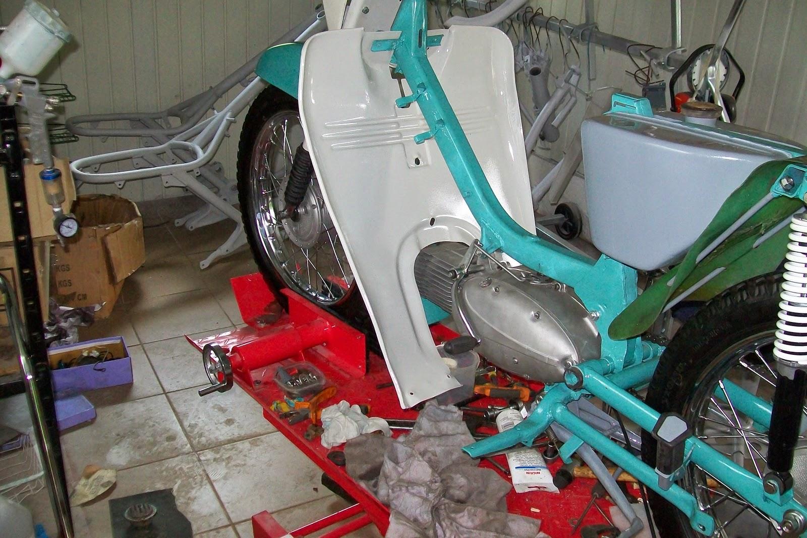 Jawa montaż silnika do ramy