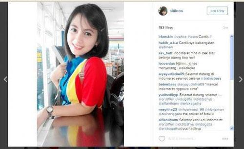 Siti Rohmah Kasir Indomaret Tercantik di Bandung