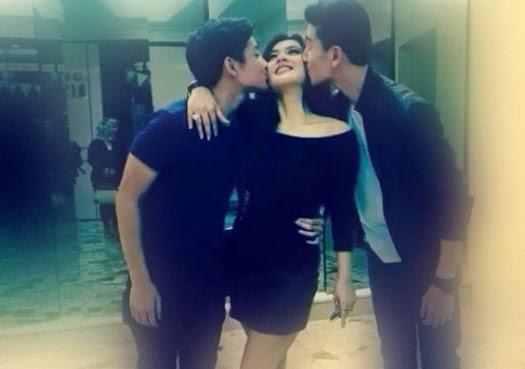 Foto Hot Syahrini Ciuman