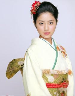 Wanita Jepang cantik