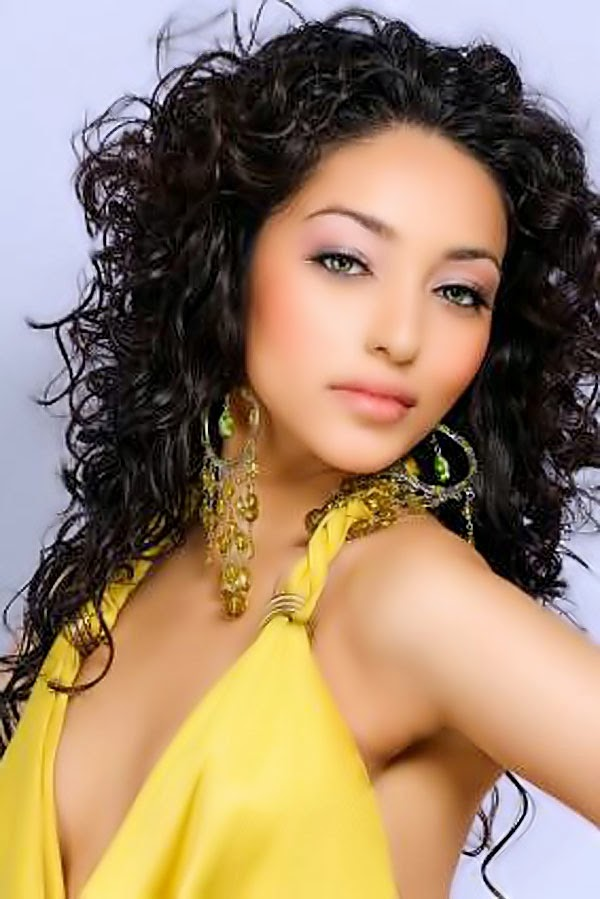 Hairstyles For Long Hair Black Girl : ... 2014 Women Fashion Trends: Long Hairstyles for Black Women 2014