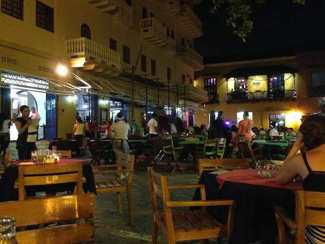 Plaza de Santo Domingo à noite