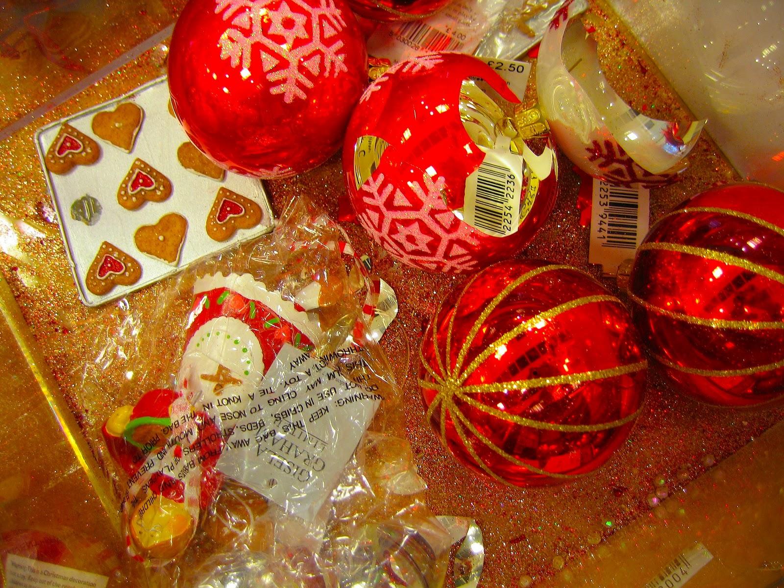 http://1.bp.blogspot.com/-Jn_hIK_FMe8/TtTrAhGU7fI/AAAAAAAAHOo/nbsPoFD2LSU/s1600/Xmas+Vector+Decorations+%252820%2529.jpg