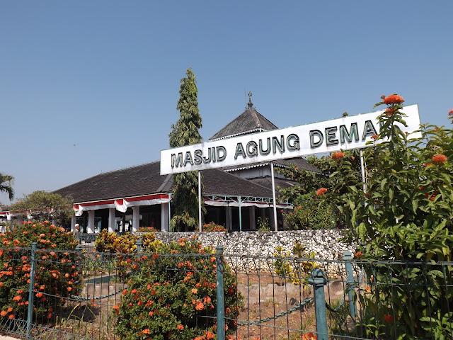 Masjid Agung Demak; Wisata Religi Populer di Jawa Tengah