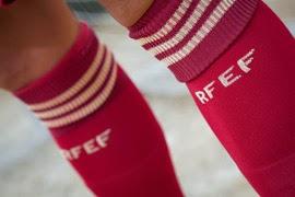 selección española de fútbol medias rojas primera equipación mundial 2014