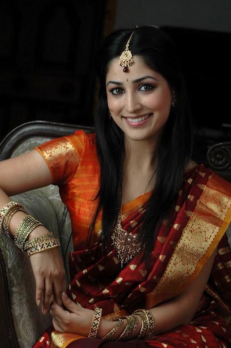 Yami Gautam new spicy latest hot in HD photos