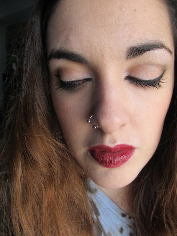 Eyeliner+ Labial Rojo title=