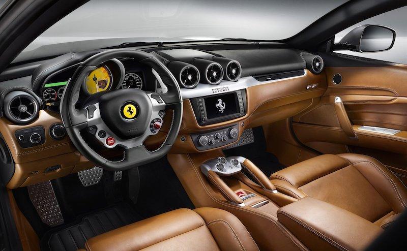 フェラーリと連携するアップルの「CarPlay」の解説動画(日本語)