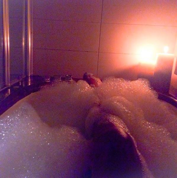 chika ike bath tub
