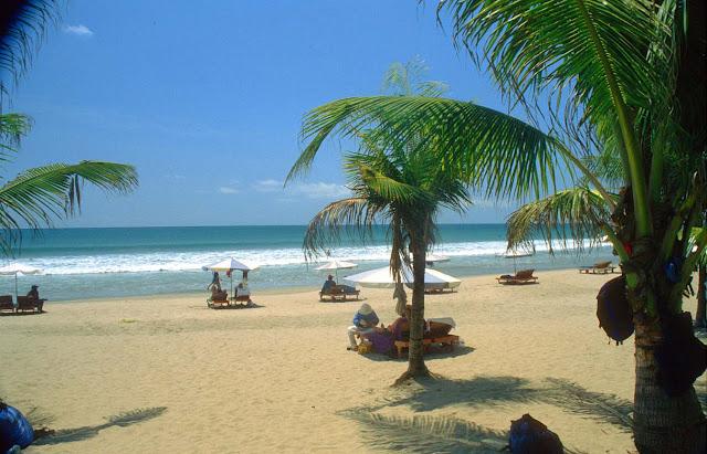 Foto Keindahan Pantai Kuta di Bali