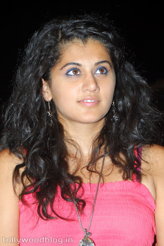 Tapsee Ponnu Hot Photo in Pink Dress cleavage