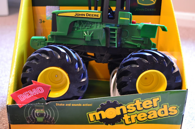 TOMY - John Deere Monster Treads Shake and Sounds Tractor