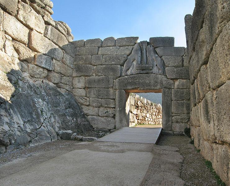 Las  fortificaciones, en la Edad de Bronce 740px-Lions-Gate-Mycenae%255B1%255D