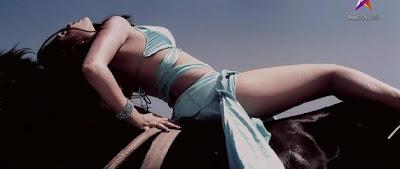 ... Gambar-gambar ini dari video musik Riya sen dari sebuah film yang baru