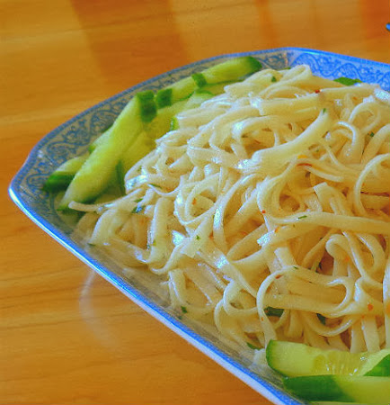 ... Perfect Bite: Frugal Foodie Friday - Garlic Noodles aka P.F. Chang