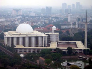 """<a href="""" http://1.bp.blogspot.com/-Jor3gQfjrdc/USM5bU7w_sI/AAAAAAAAB54/CA_ptgpvKVY/s320/Masjid+Termegah+dan+Terbesar+di+Indonesia2.jpg""""><img alt=""""Tempat beribadah umat islam,Masjid Termegah dan Terbesar di Indonesia, Masjid Istiqlal, Jakarta -JAKARTA"""" src=""""http://1.bp.blogspot.com/-Jor3gQfjrdc/USM5bU7w_sI/AAAAAAAAB54/CA_ptgpvKVY/s320/Masjid+Termegah+dan+Terbesar+di+Indonesia2.jpg""""/></a>"""
