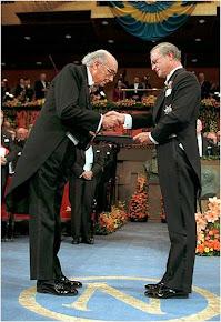 José Saramago na cerimónia onde recebeu o Prémio Nobel de Literatura