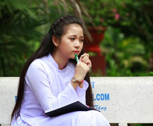 Diễn viên nhí Tam Triều Dâng xinh xắn với áo dài 9