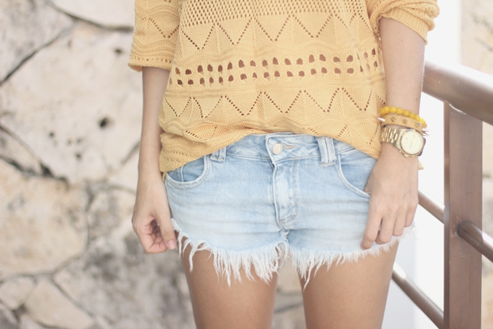 Fringed denim shorts by fashion blogger Mónica Sors