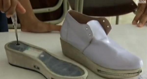 إندنونيسي يخترع حذاء مضاد للتحرش الجنسي