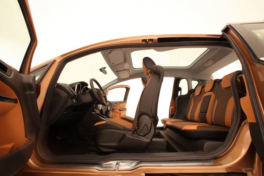 Voiture du futur small is beautiful l 39 espace int rieur revisit par mini et ford - Voiture avec portes laterales coulissantes ...