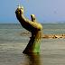 Παράξενα… τρομακτικά γλυπτά στην παραλία!