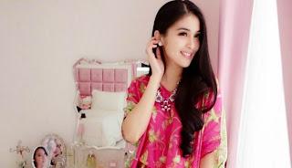 http://utility-share.blogspot.com/2015/03/10-artis-wanita-tercantik-di-indonesia-tahun-2015.html