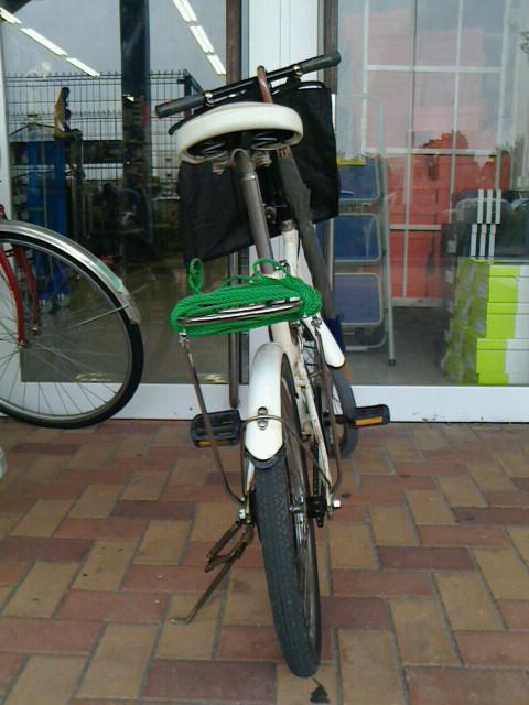 ... 自転車に荷台を取り付けました