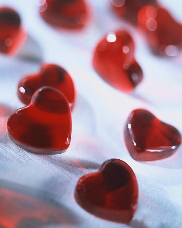 Una colección de corazones rojos