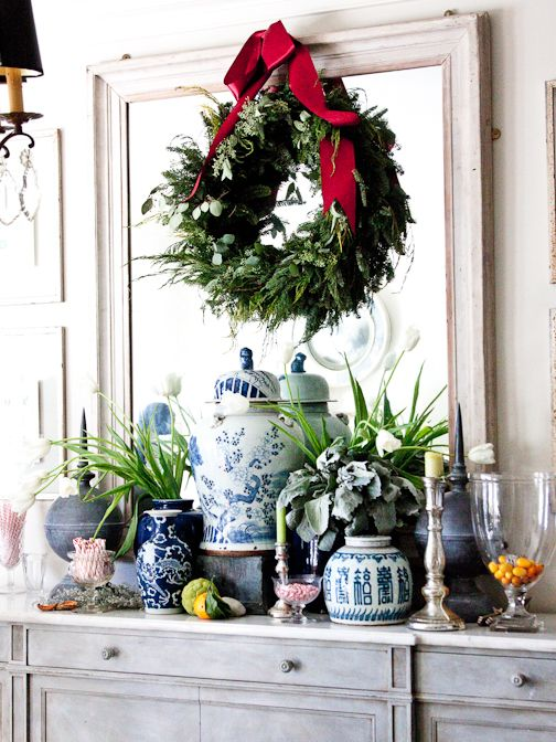 Chinoiserie chic easy holiday decorating ideas for Decorating with blue and white pottery