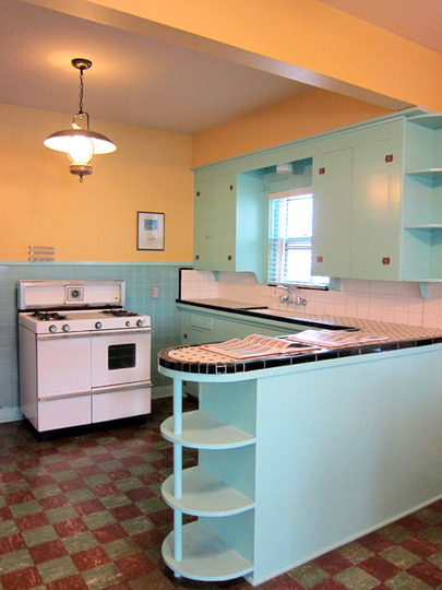Perfect Not a great kitchen, but I am in love with the blue tiles, cabinets  405 x 540 · 72 kB · jpeg