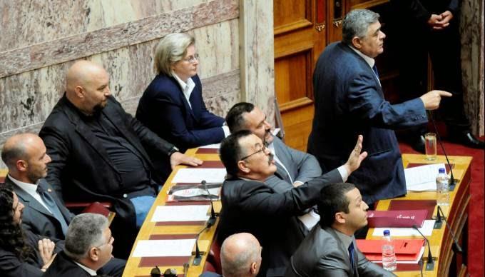 Σκληρός ρατσισμός κατά της Χρυσής Αυγής στη Βουλή - Το μήνυμα του Ν. Γ. Μιχαλολιάκου