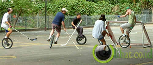 Unicycle Hockey (Hoki Sepeda Satu Roda)